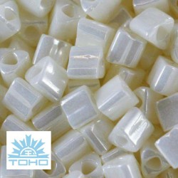 TOHO rokajl (Triangle 2mm) Opaque-lustered navajo white